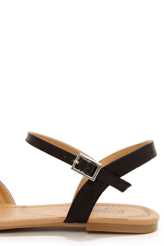 Paprika Tandy Black Flat Sandals at Lulus.com!