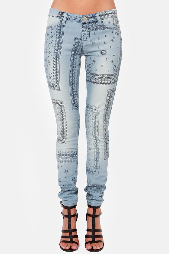 Blank NYC Spray On Blue Paisley Print Skinny Jeans at Lulus.com!