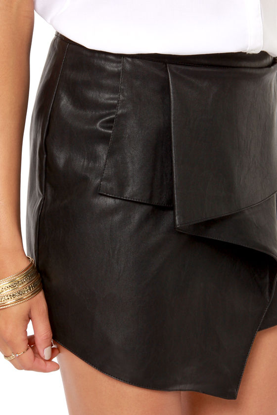 Urban Allure Black Vegan Leather Envelope Skirt at Lulus.com!