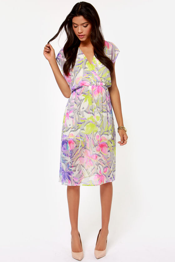 Sunset the Scene Grey Floral Print Midi Dress at Lulus.com!