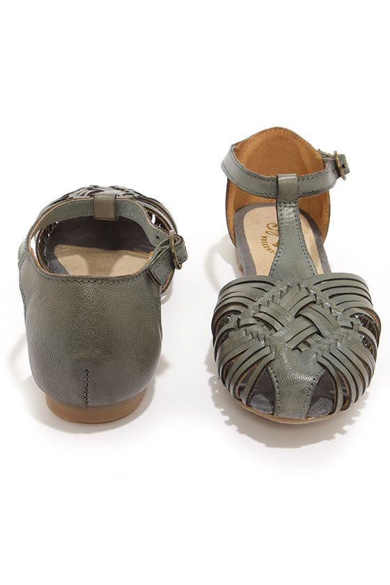 Seychelles Holdin My Breath Grey Leather Huarache Sandals at Lulus.com!
