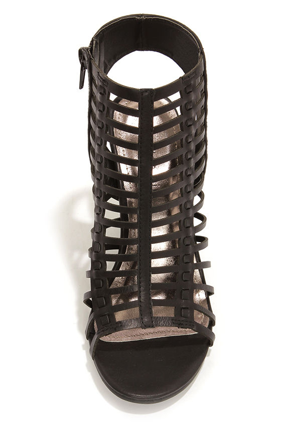 Madden Girl Coasterr Black Cutout Wedge Booties at Lulus.com!