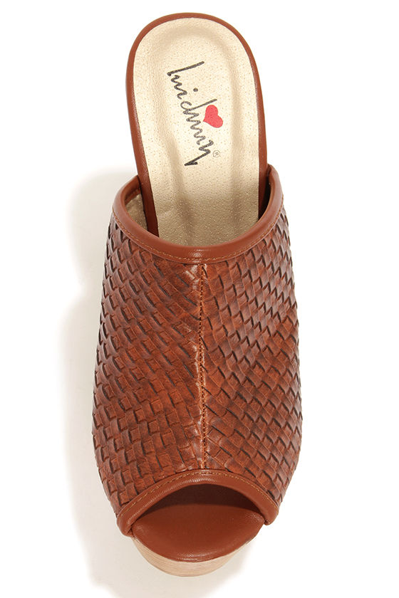 Luichiny Graf Ton Brown Basket Weave Platform Clogs at Lulus.com!