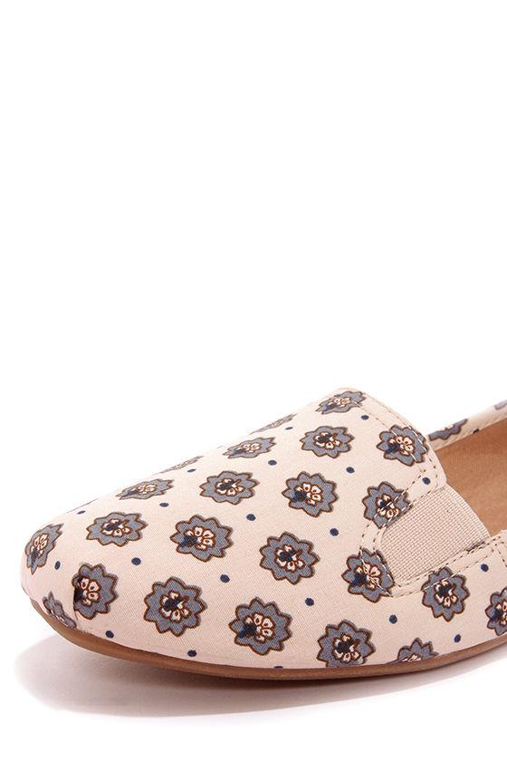 Bamboo Rosalba 09 Beige Floral Print Loafer Flats at Lulus.com!