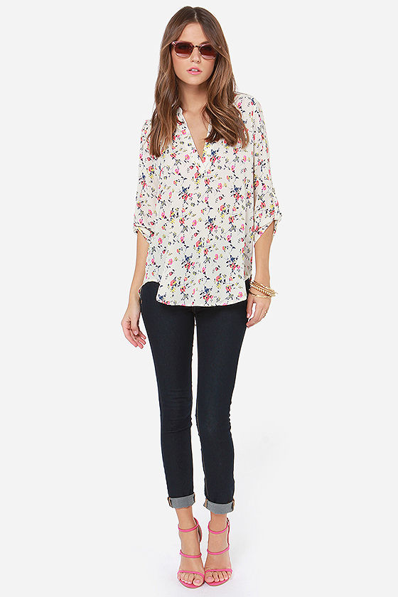 V-sionary Cream Floral Print Top at Lulus.com!