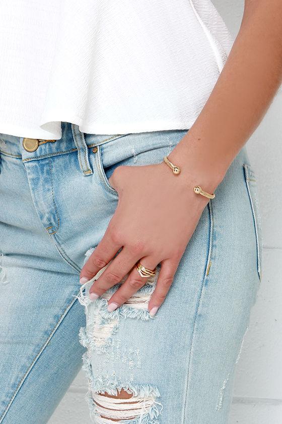 Round the Twist Gold Bracelet 2