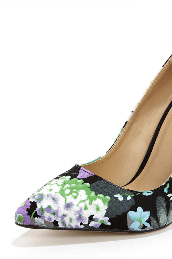 Reese Green Floral Print Pointed Pumps at Lulus.com!