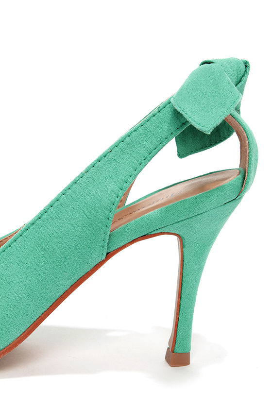 Kelly Green Bow-Back Pointed Pumps at Lulus.com!