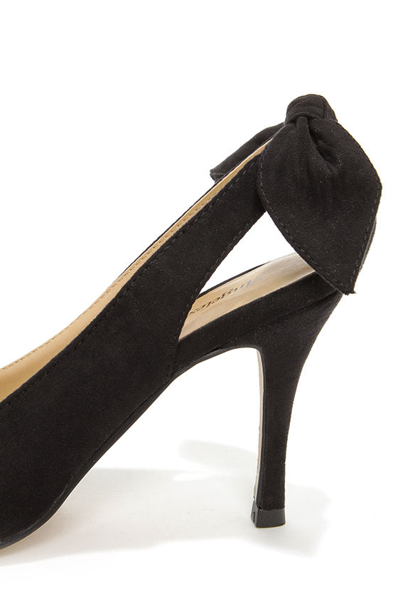 Kelly Black Bow-Back Pointed Pumps at Lulus.com!