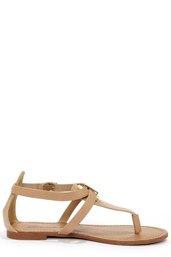 Silvia 12 Natural and Gold Thong Sandals at Lulus.com!