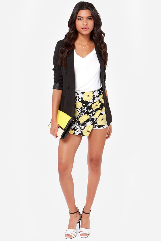 Poppy Cat Yellow Floral Print Shorts at Lulus.com!