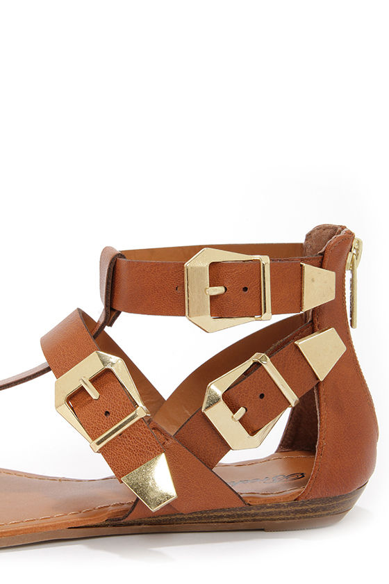 Vivian 33 Tan and Gold Buckled Thong Sandals at Lulus.com!