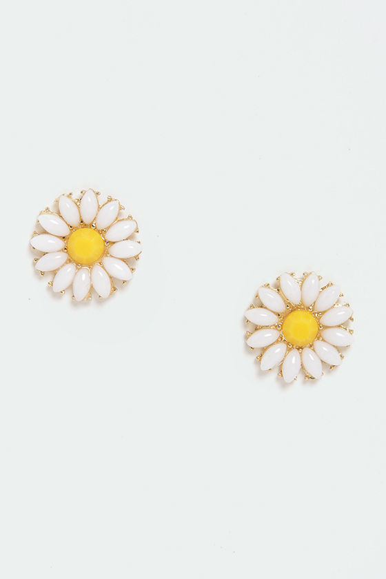 Glory Daisies White Daisy Earrings at Lulus.com!
