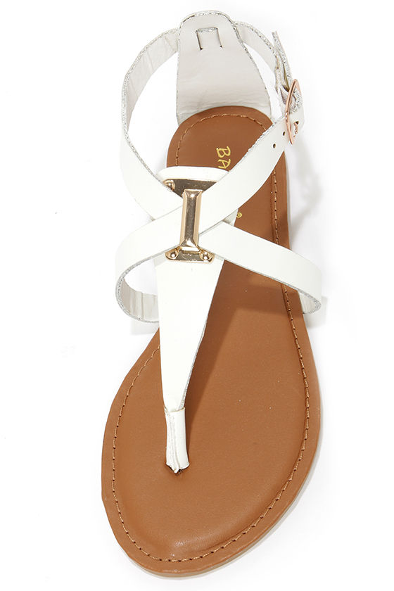 Bamboo Armin 26 White Thong Sandals at Lulus.com!
