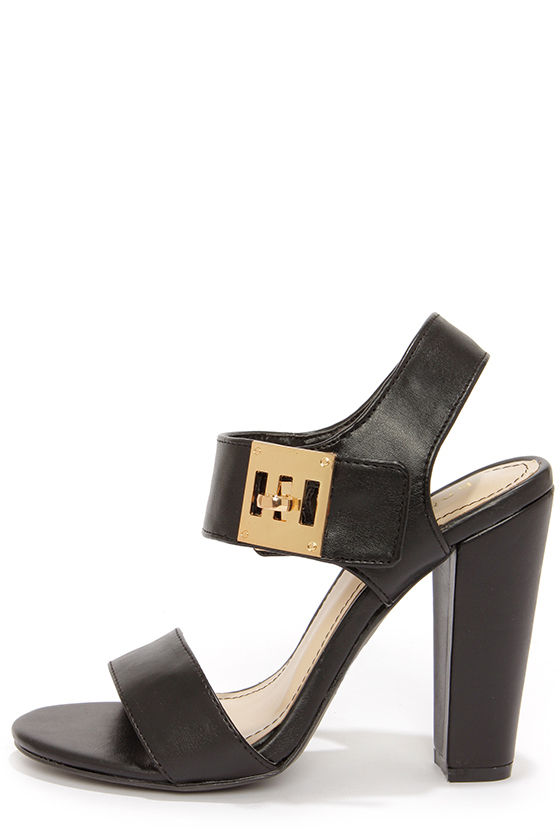 Bamboo Senza 16 Black Twist Lock Sandals at Lulus.com!