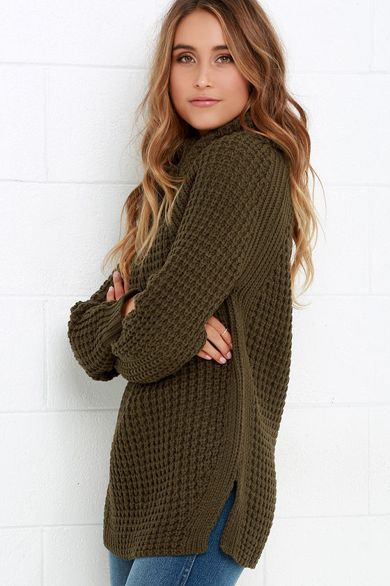 If you want to be Noticed By All, this warm and cozy cardigan is the way to get it done! We're all in search of the perfect cardi, but this one in particular takes the cake. It's toasty, beautiful, and will be the ultimate accompaniment on all of your outings, wherever they may take you.
