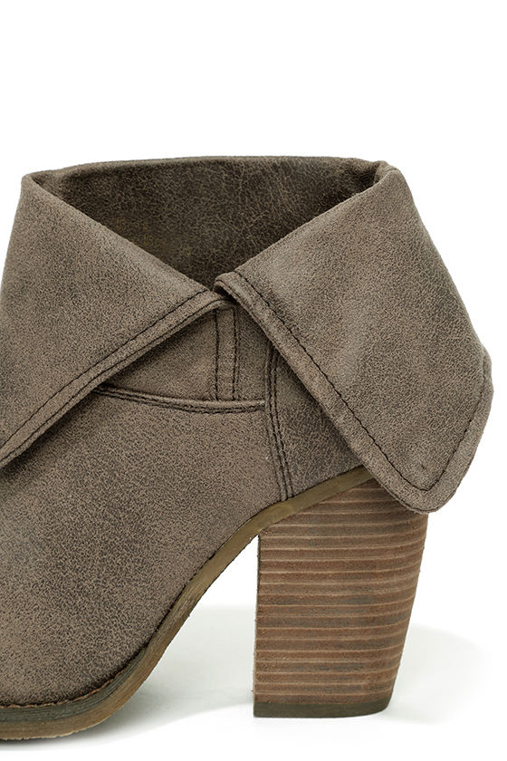 Sbicca Chord Taupe Fold-Over Boots 7