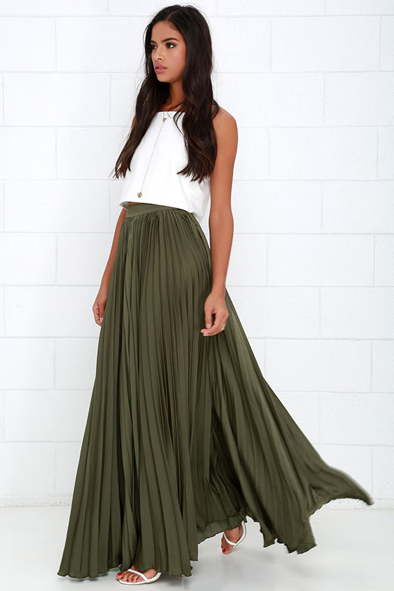 White shirt: Burda , green skirt: StyleArc Imogen maxi skirt Hi everybody, (en français en bas) I love a crisp, white shirt, but they are not an absolute necessity in my wardrobe as I don't work in a formal/office environment.