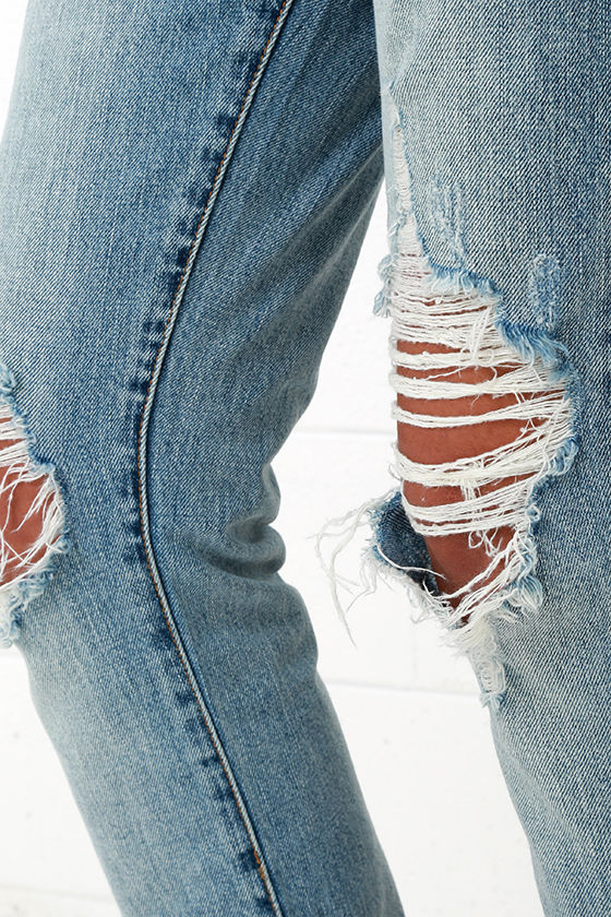 Blank NYC Thrifter Light Wash Distressed Boyfriend Jeans 7