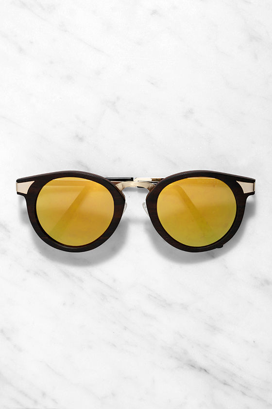 Woodzee Joshua Tree Ebony Wood Gold Sunglasses at Lulus.com!