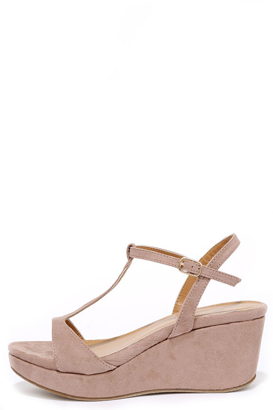 Chic Nude Wedges - Wedge Sandals