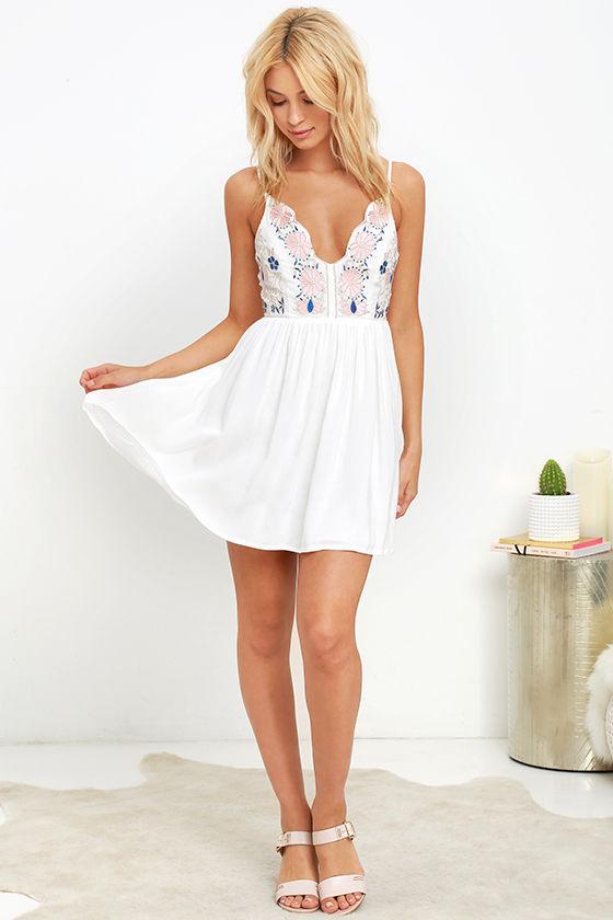 Daisy Petal Pickin' Ivory Embroidered Dress 2