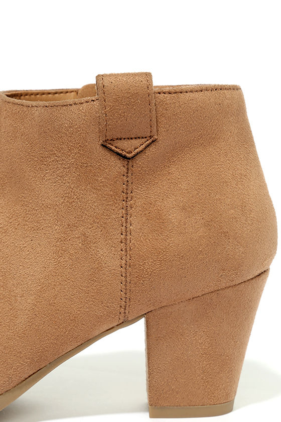 Sidewalk Strut Light Tan Ankle Booties 7