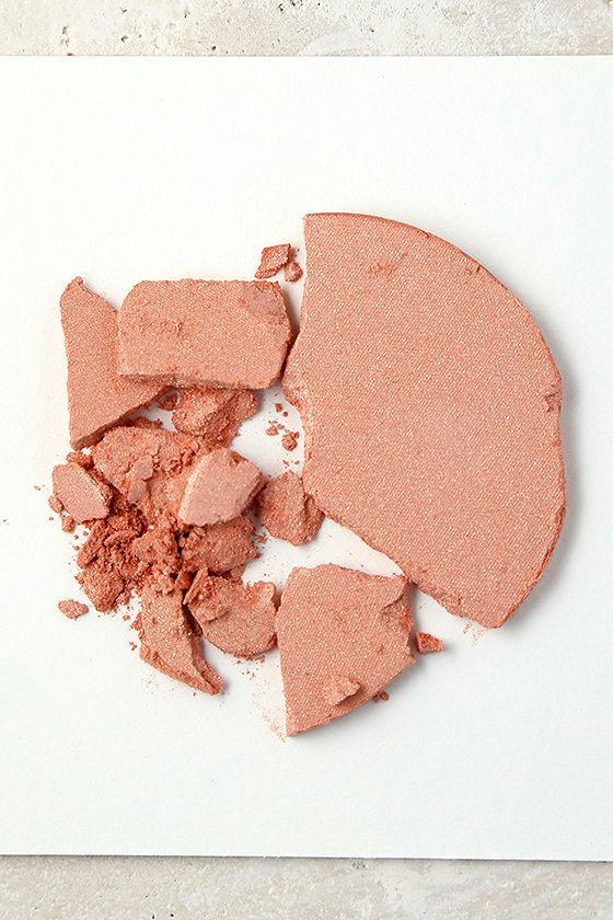 NYX Magnetic Peach Illuminator Powder 4