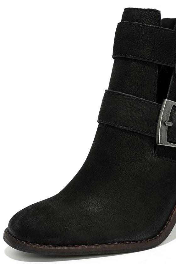Steve Madden Trevur Black Leather High Heel Booties 6