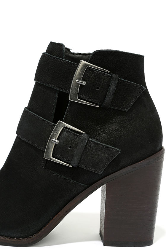 Steve Madden Trevur Black Leather High Heel Booties 7