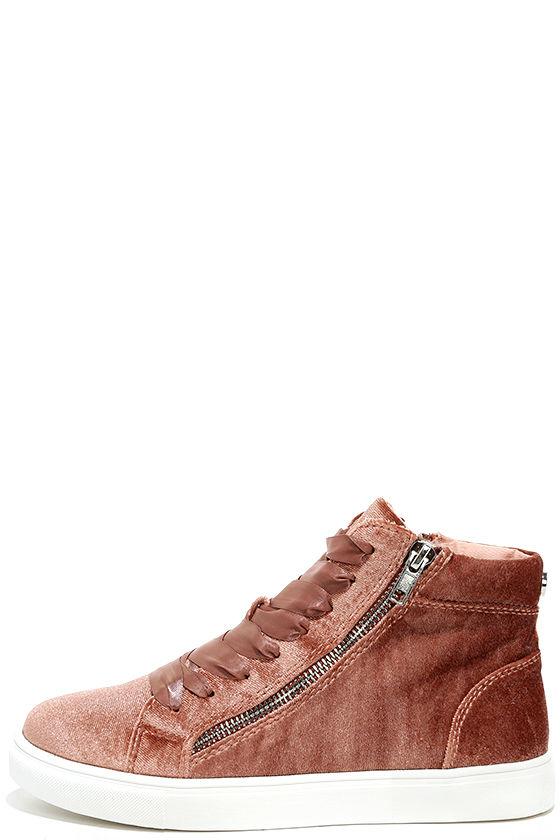 Steve Madden Earnst Blush Velvet Sneakers 1