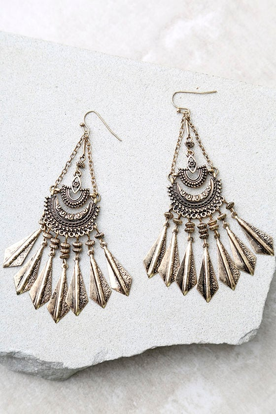 Humming Happily Gold Earrings 1
