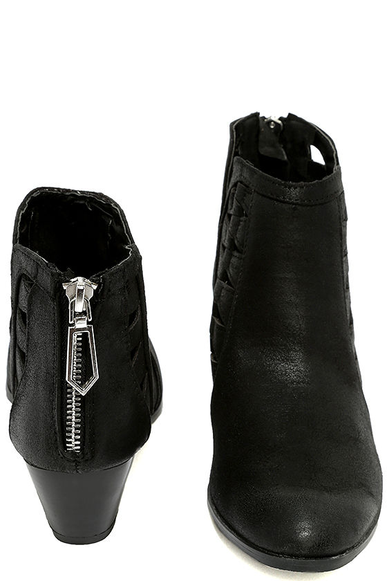 These are a lower cut bootie set of heels. They have a cutout in the back heel area. They have a peep toe cutout. A large cutout has been added to the top middle of the shoe. The back heel cover extends to the front of he shoes in the form of flap. Black and White / High Heel / Open Toe. Women's Twist Tie Block Heels. Women's Cutout Ankle.