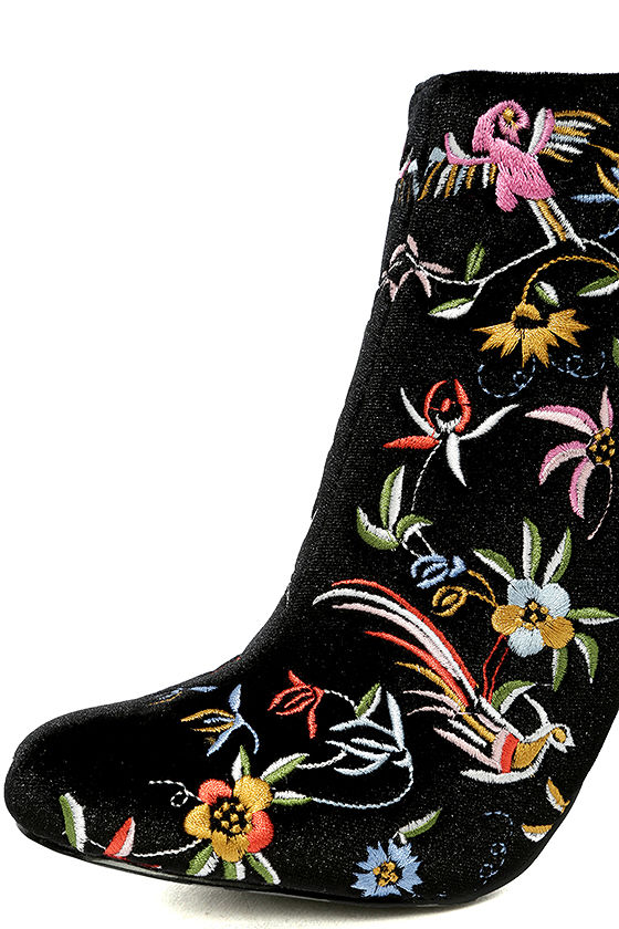Quetzal Black Velvet Embroidered Ankle Booties 6