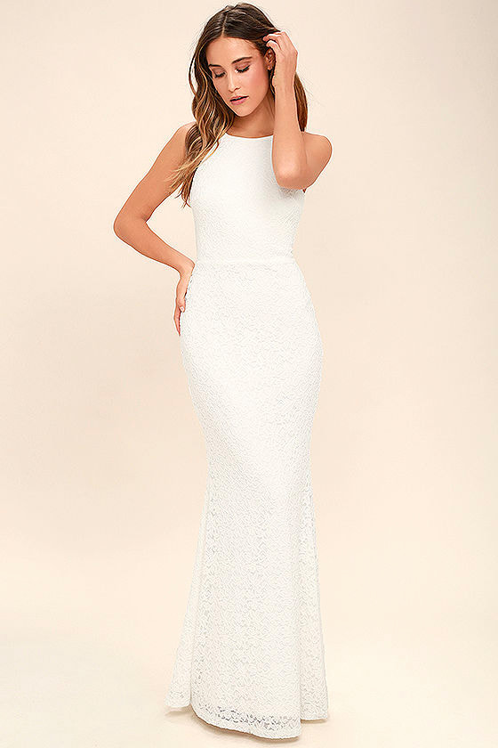 Alluring sleeveless backless lace dress