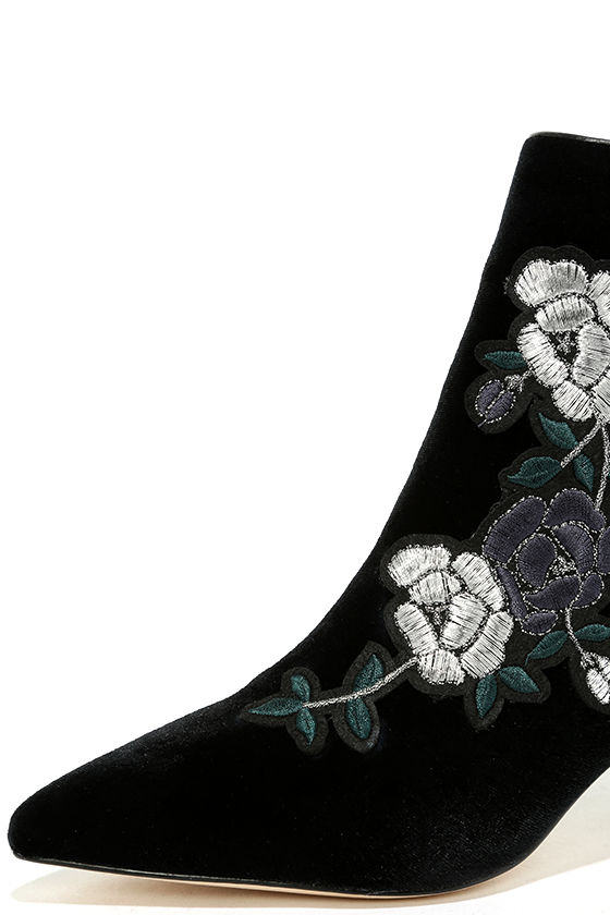 Steven by Steve Madden Brits Black Velvet Embroidered Booties 6