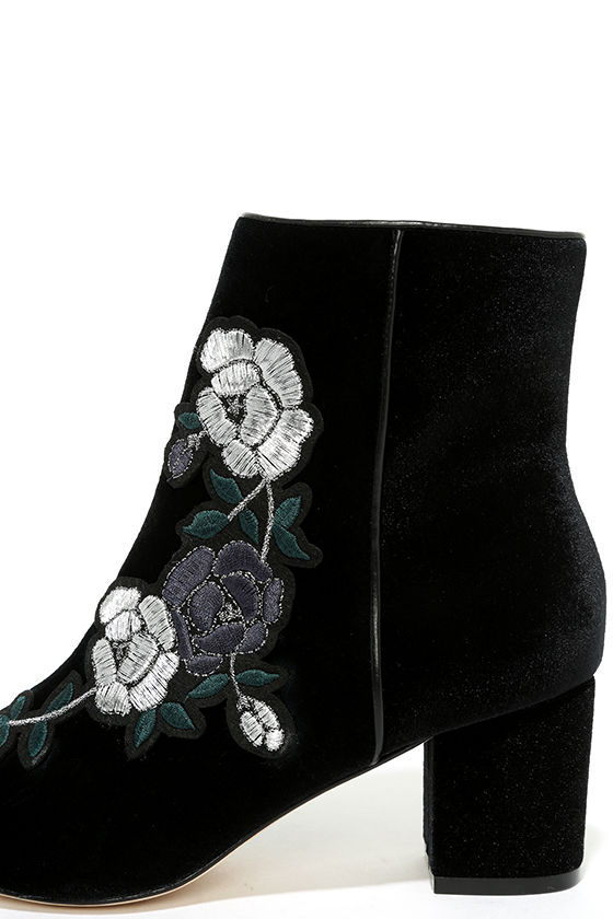 Steven by Steve Madden Brits Black Velvet Embroidered Booties 7