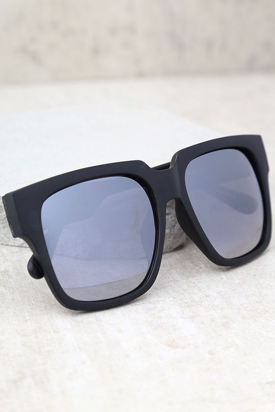 41efbec334 Quay On the Prowl - Black and Silver Sunglasses - Mirrored ...