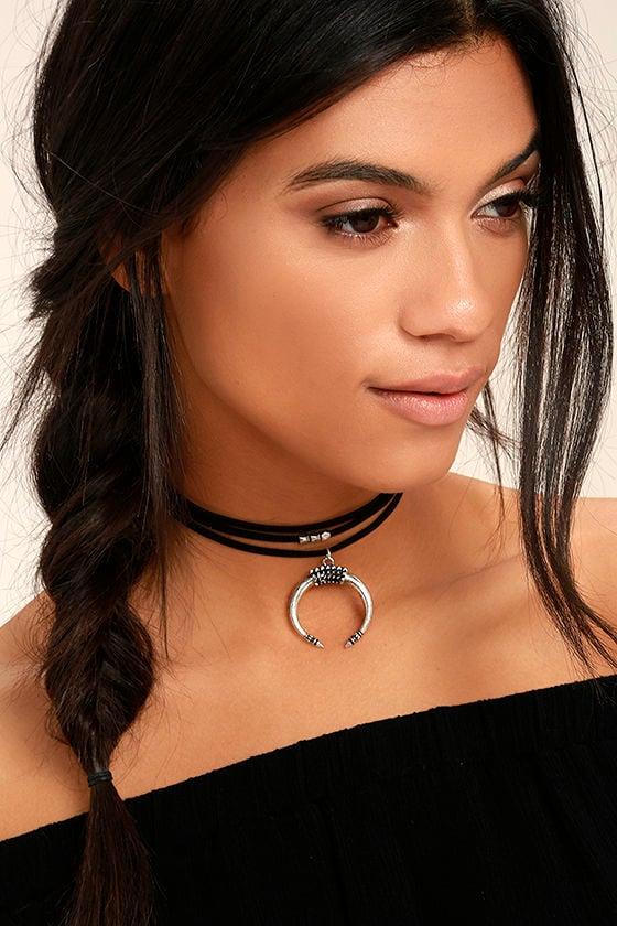 Rhythmic Silver and Black Choker Necklace 1