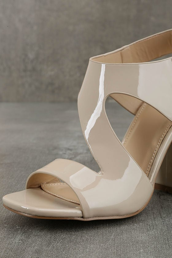 SEXY-22, 5 Heel Spectator Pump with Cutout in Nude/Black