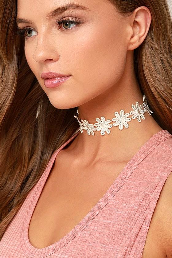 Daisy Daze White Lace Choker Necklace 1