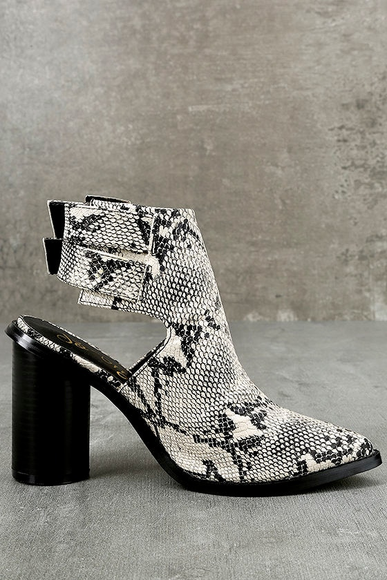 Keelin Snake Pointed Ankle Booties 4