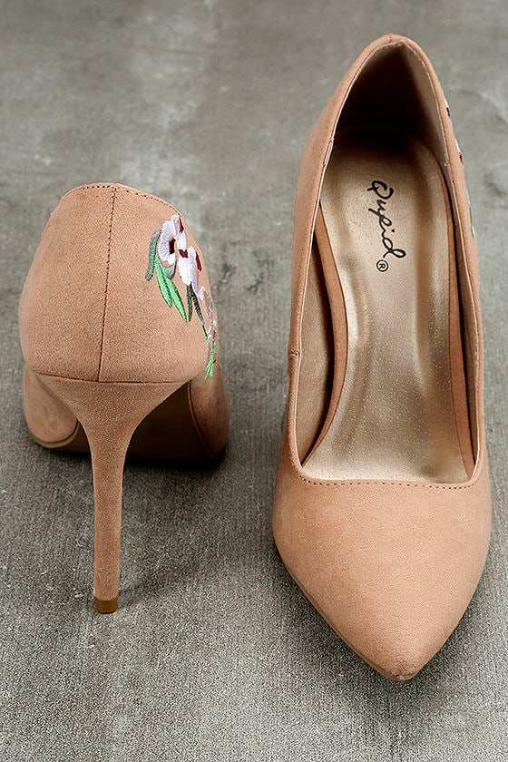 Circe Blush Embroidered Pointed Pumps 3