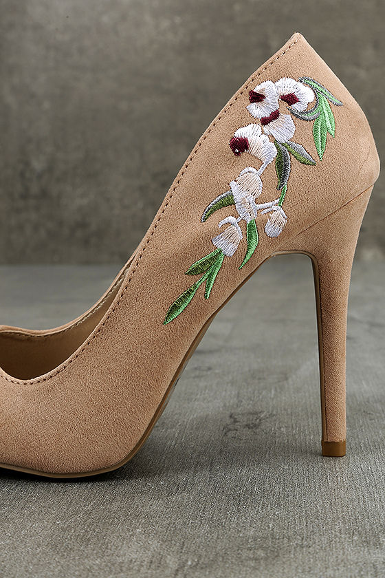 Circe Blush Embroidered Pointed Pumps 7