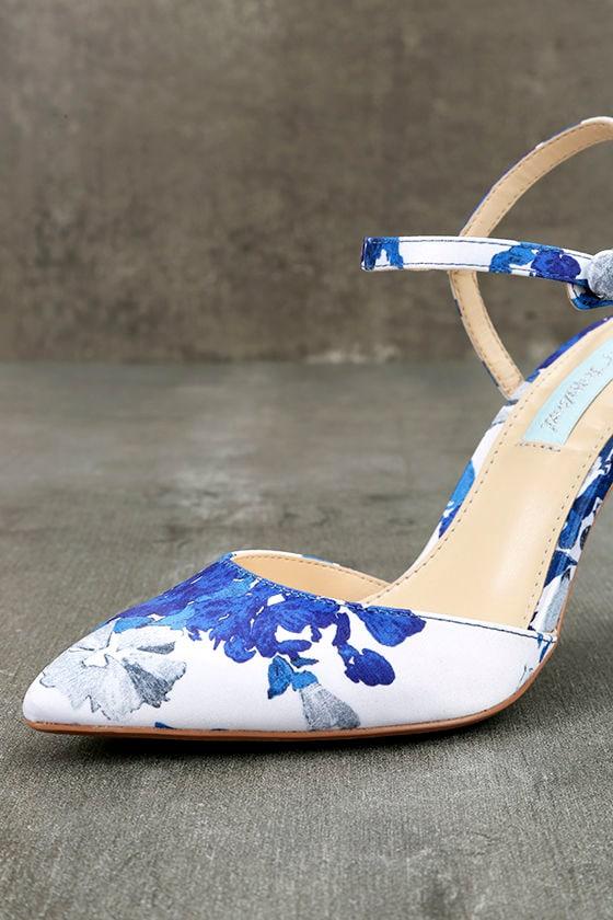 Betsey Johnson SB-Anina Blue Multi Heels 6