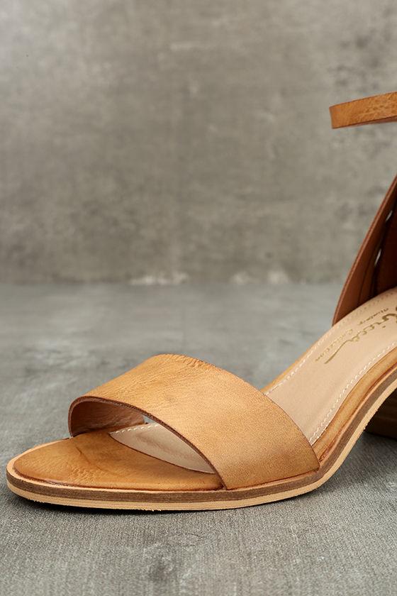 Sbicca Fars Tan Ankle Strap Heels 6