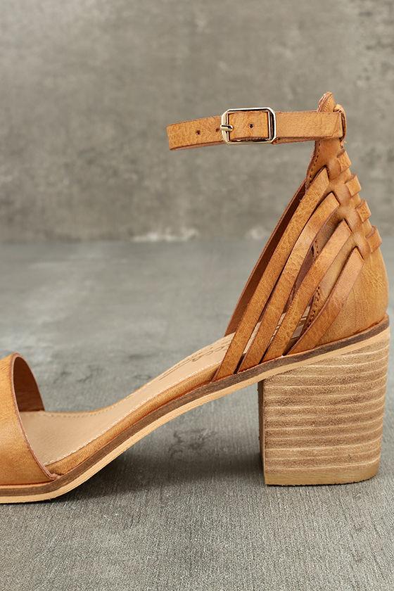 Sbicca Fars Tan Ankle Strap Heels 7