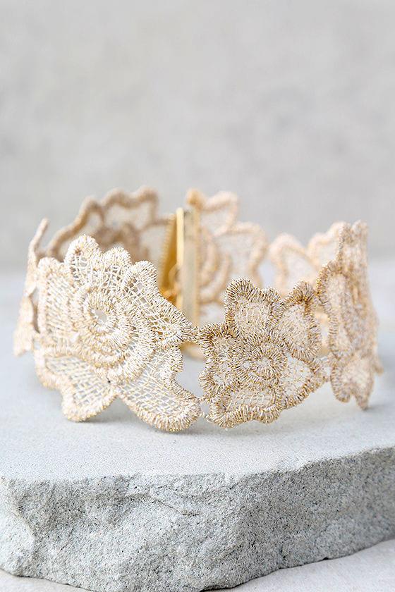 Curio Light Beige Lace Choker Necklace 1