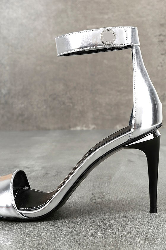 Kendall + Kylie Madelyn3 Silver Ankle Strap Heels 7