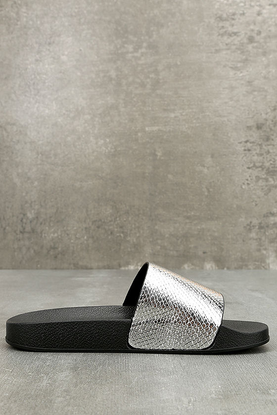 Glamorous Quinn Metallic Silver Slide Sandals 3